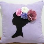 Подушка украшенная цветами