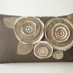 Подушка украшенная цветами 6