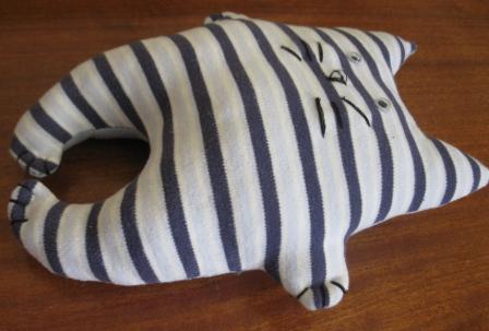 Коты из джинсовой ткани своими руками