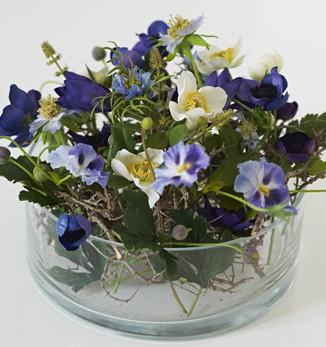 Искусственные цветы в горшках в интерьере 26