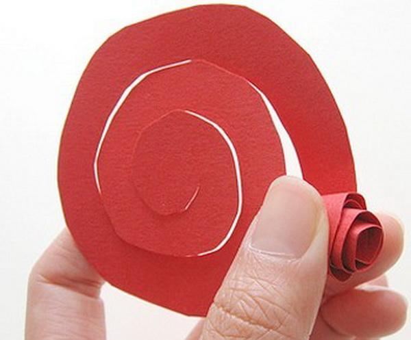 Как делать своими руками розы из бумаги
