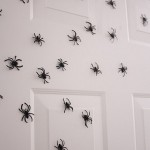 Пауки на дверях - символ Хэллоуина