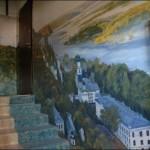 картины на стенах подъезда