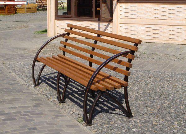 Простая скамейка из профильной трубы своими руками