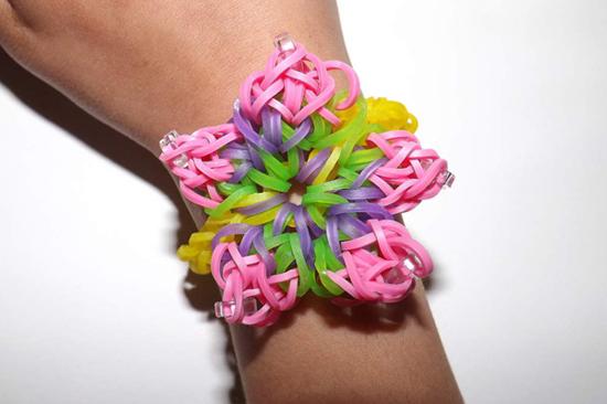 Плетем простые браслеты из резиночек