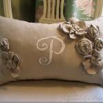 Подушка украшенная цветами 7