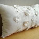 Подушка украшенная цветами 4