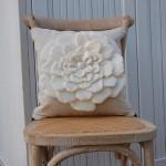 Подушка украшенная цветами 8