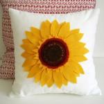 Подушка украшенная цветами 2