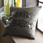 Подушка с украшением из пайеток и кружева 1