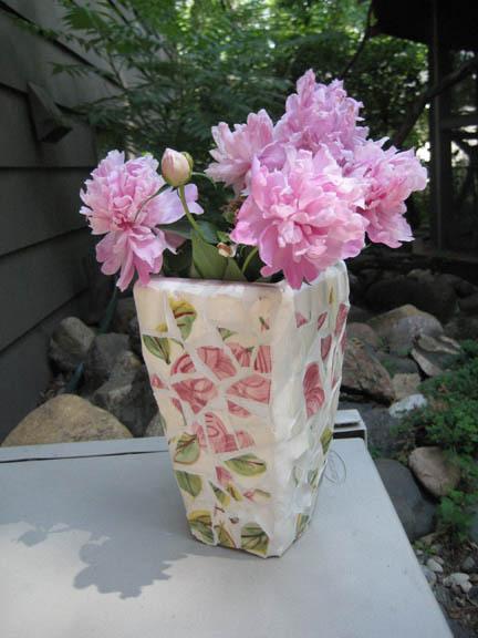 Пластмассовая напольная ваза