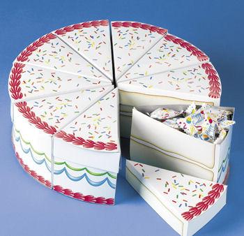 Готовый торт с кусочками-бомбоньерками