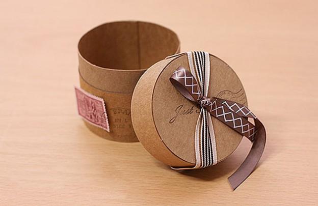 Круглая подарочная коробка своими руками