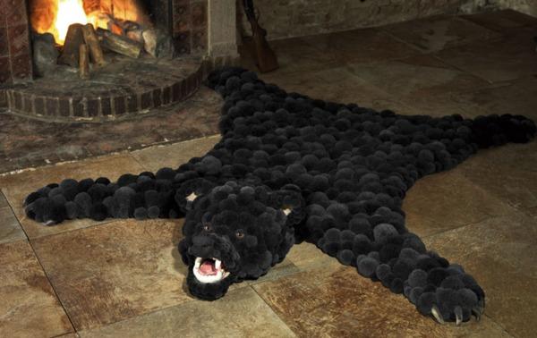 Коврик из помпонов в форме медведя