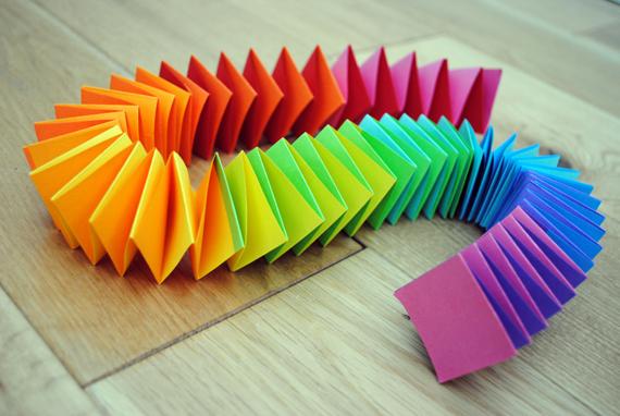 Цветные бумаги делают своими руками
