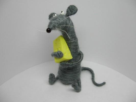 Маленькая серая крыска