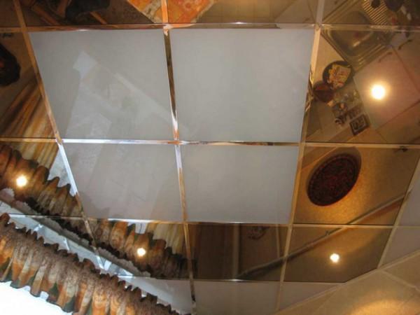 Кухонный потолок из плитки