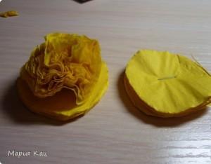 Пышные цветы из бумажных салфеток