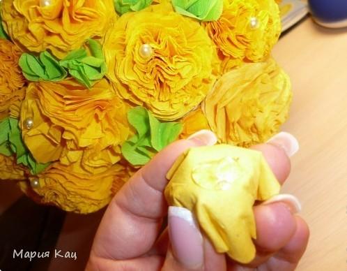 Из цветов из салфеток