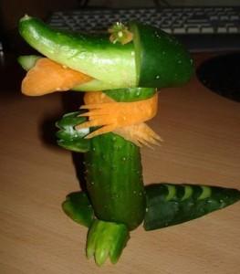 Крокодил из огурца