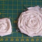 Розочка из необработанной полоски ткани
