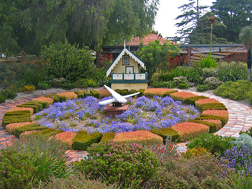 Цветочные часы на садовом участке