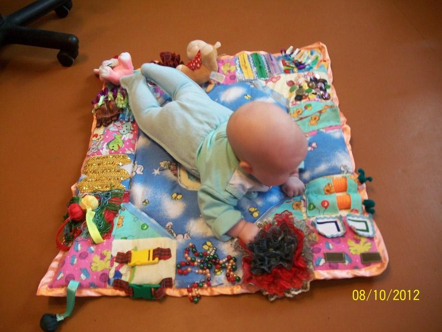 Для новорожденных игрушки своими руками фото