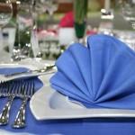 Оформление стола в синем цвете