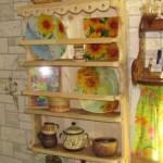 Коллекция тарелок на балконе