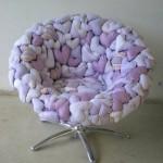 Кресло с поролоновыми сердечками